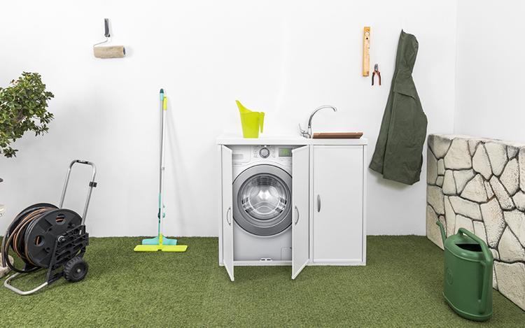 bagno con lavanderia nascosta