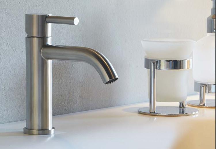 rubinetteria bagno acciaio