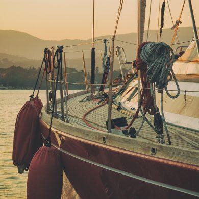bagno in barca a vela